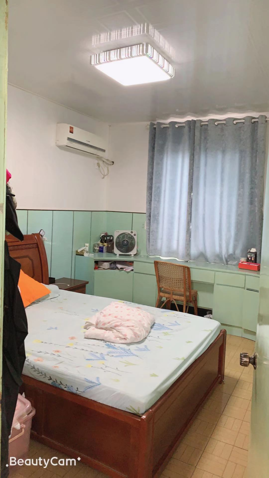 浴美施路鎮小、二房一廳、送露臺、簡裝、家電齊全,誠售