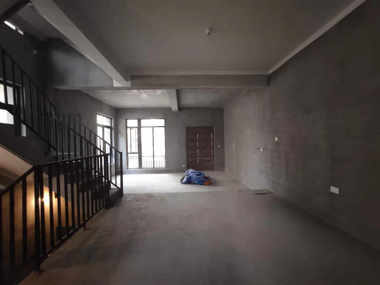 D铁口江景排屋 199方实用300方 送地下室2层+2个车位