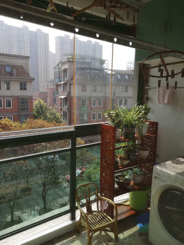 出售中誉现代城138方四房,户型极好,现代精装修,学区银河,地铁口