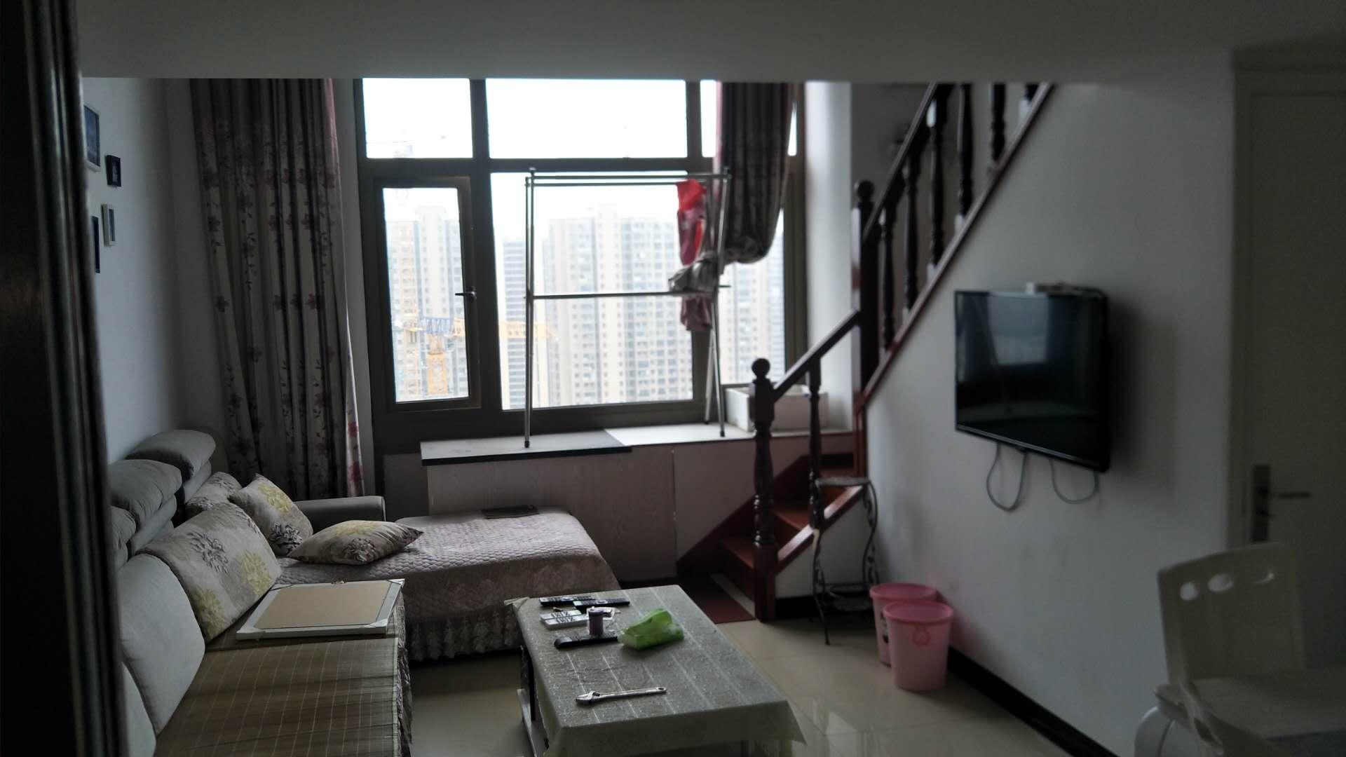 憬天国际LOFT户型精装修公寓,朝南、轻松享受跃层。