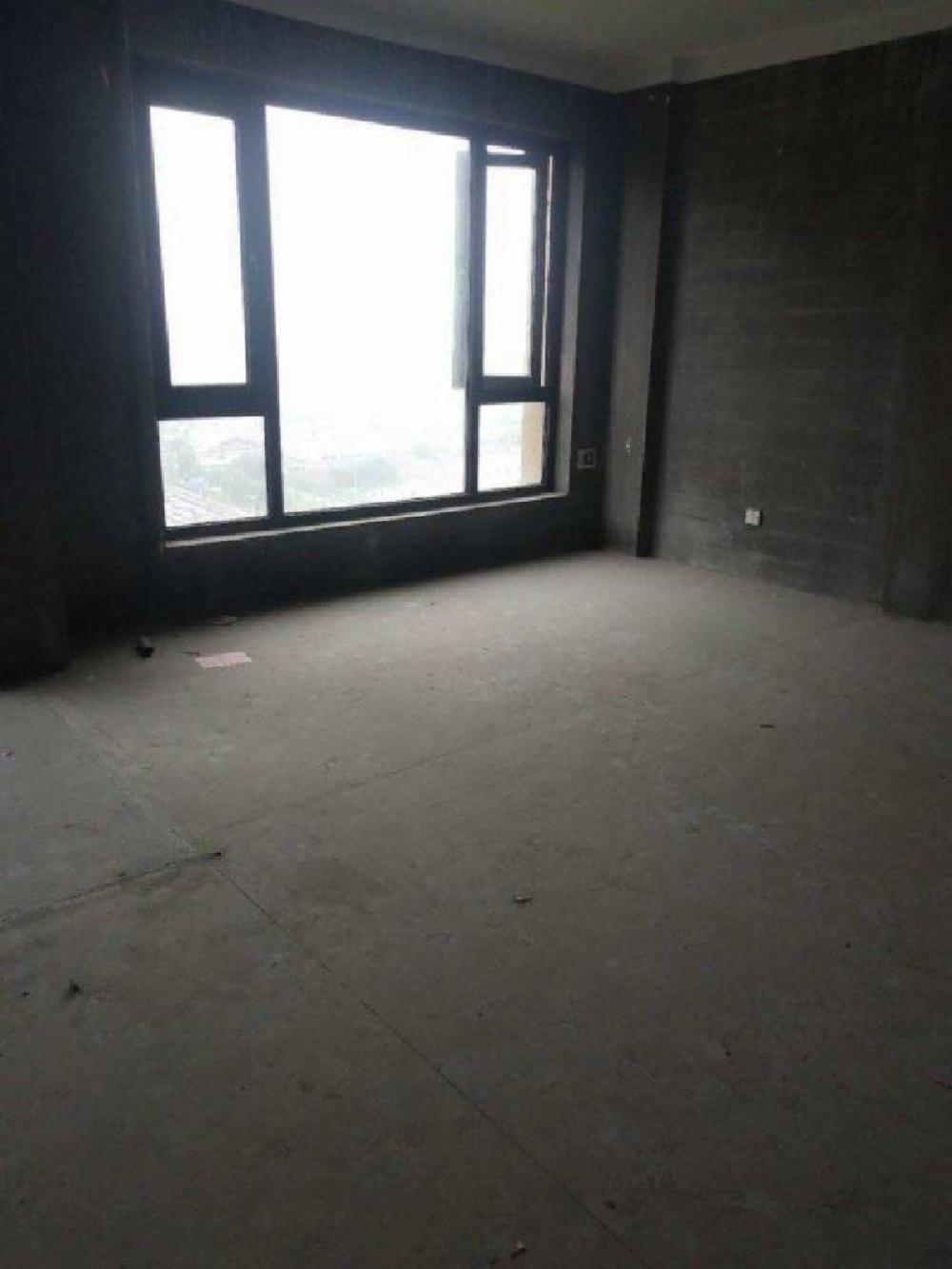 得力名望府 5号线地铁口 大三房 户型方正 中间楼层价格可谈
