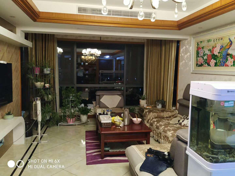 绿都四季华庭装修最奢华的房子,产证满2年,大边套,138方送30方。