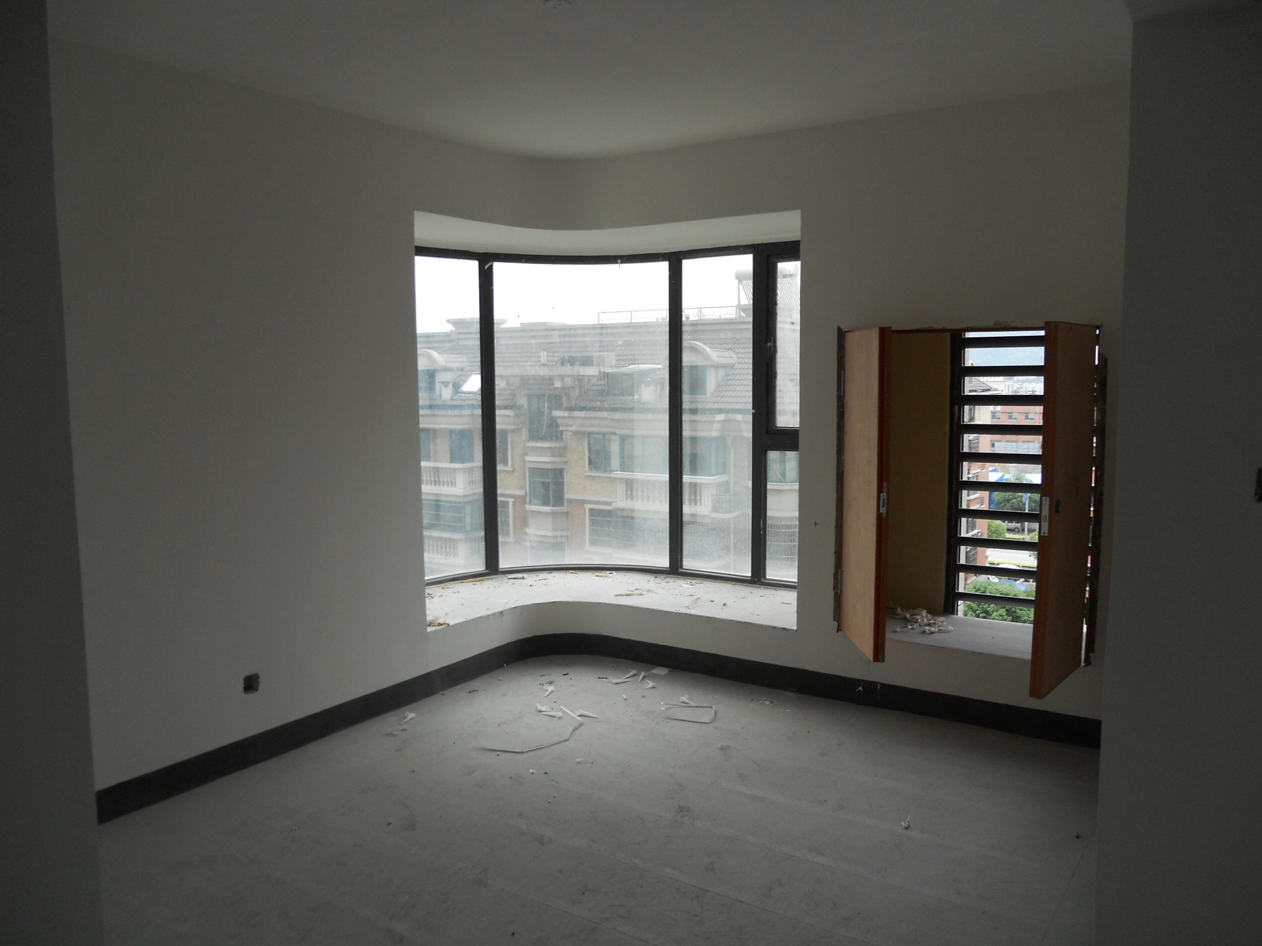 蓝爵国际小高层住宅房、87方学区可用、有钥匙