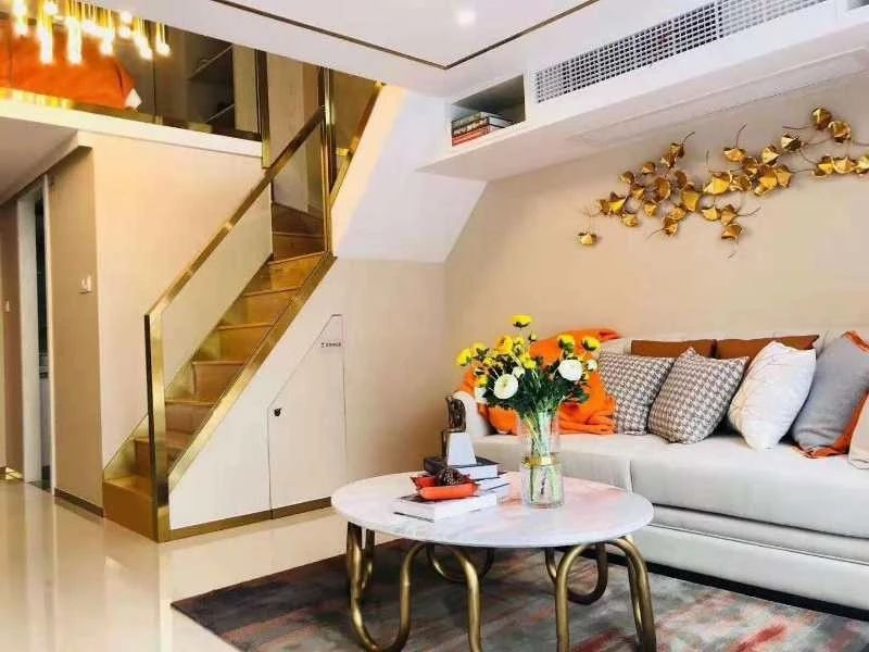 星南站  38方 精装修 loft  得两层 总价80万