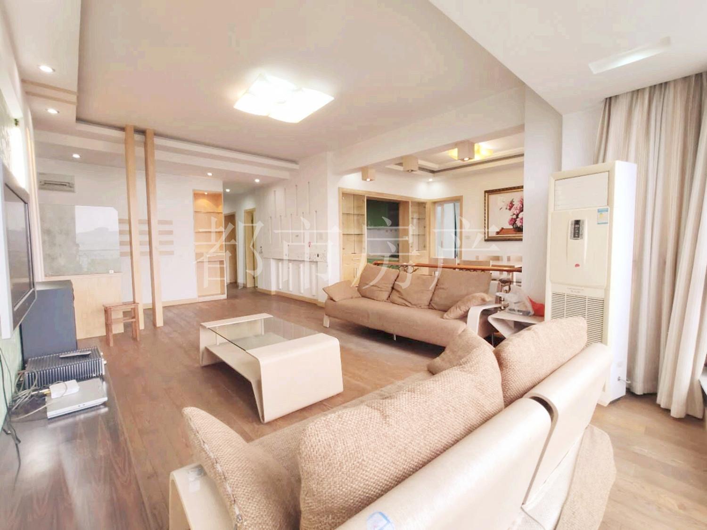 精装汇宇3房,单间才2万4,满5年,楼层好,学籍可用,可谈价