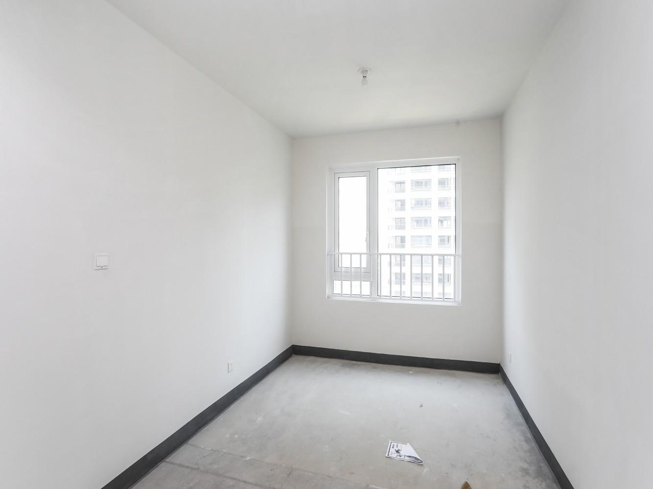 新出 127方大四房 边套 满2年 随时看房 全明户型