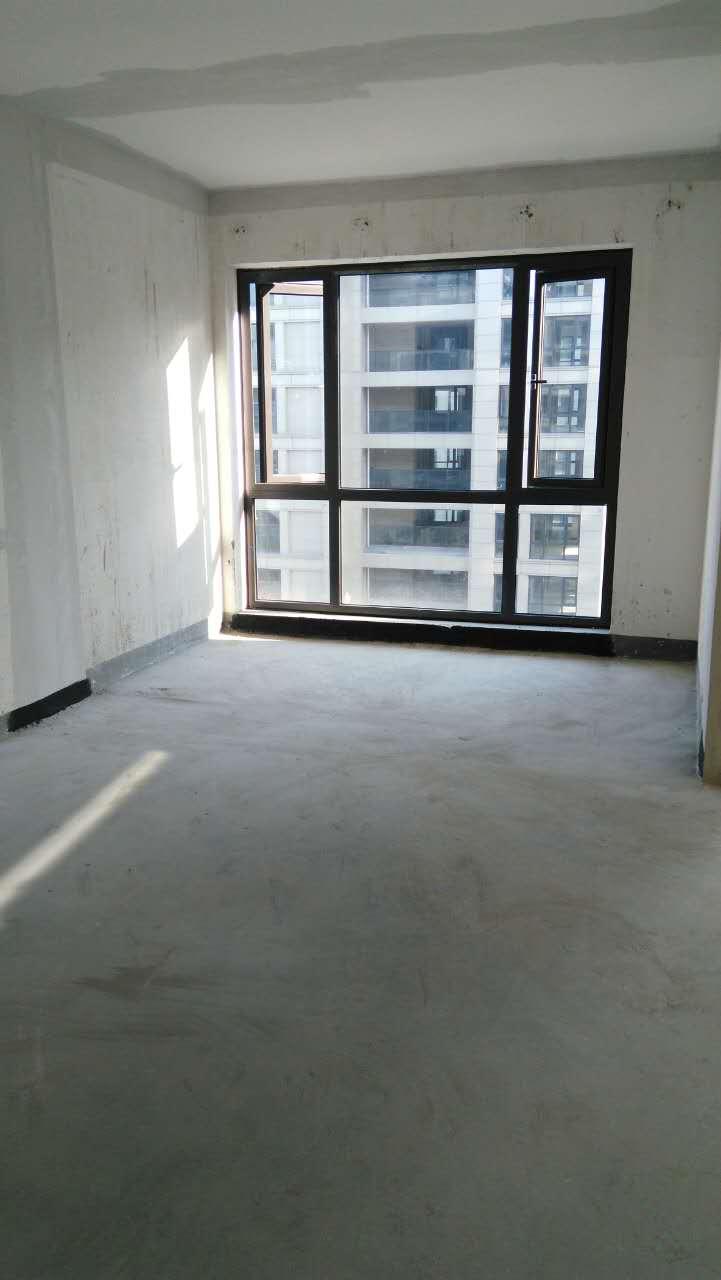 绿都南江壹号毛坯房,89方送28方看房方便,三室二厅二卫