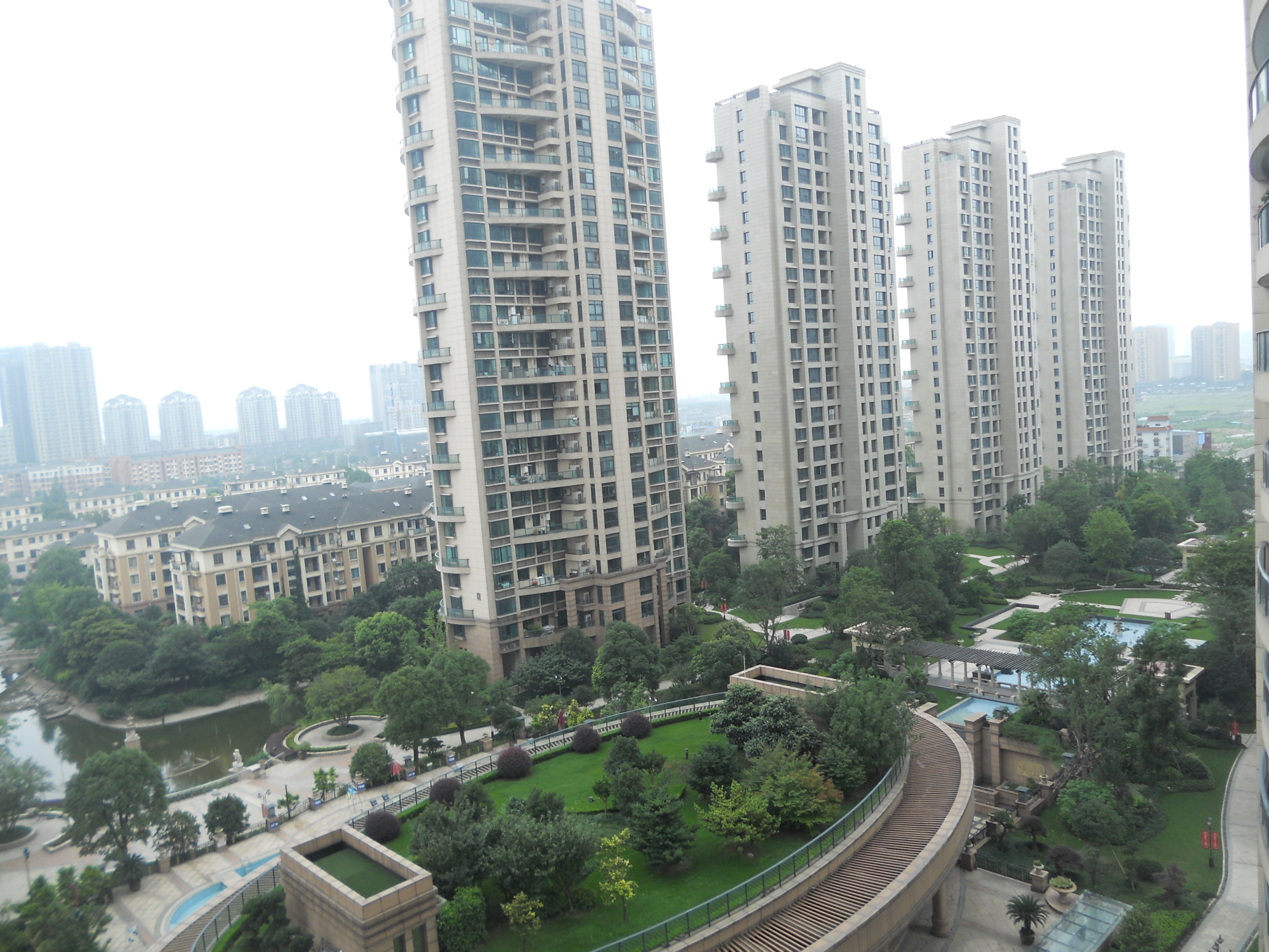 绿都湖滨花园精装修139.69平方单价472万,四室二厅二卫无营业税