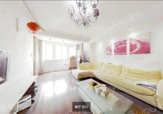 诚心出售看房有钥匙,房子以前婚房装修,可直接拎包入住。