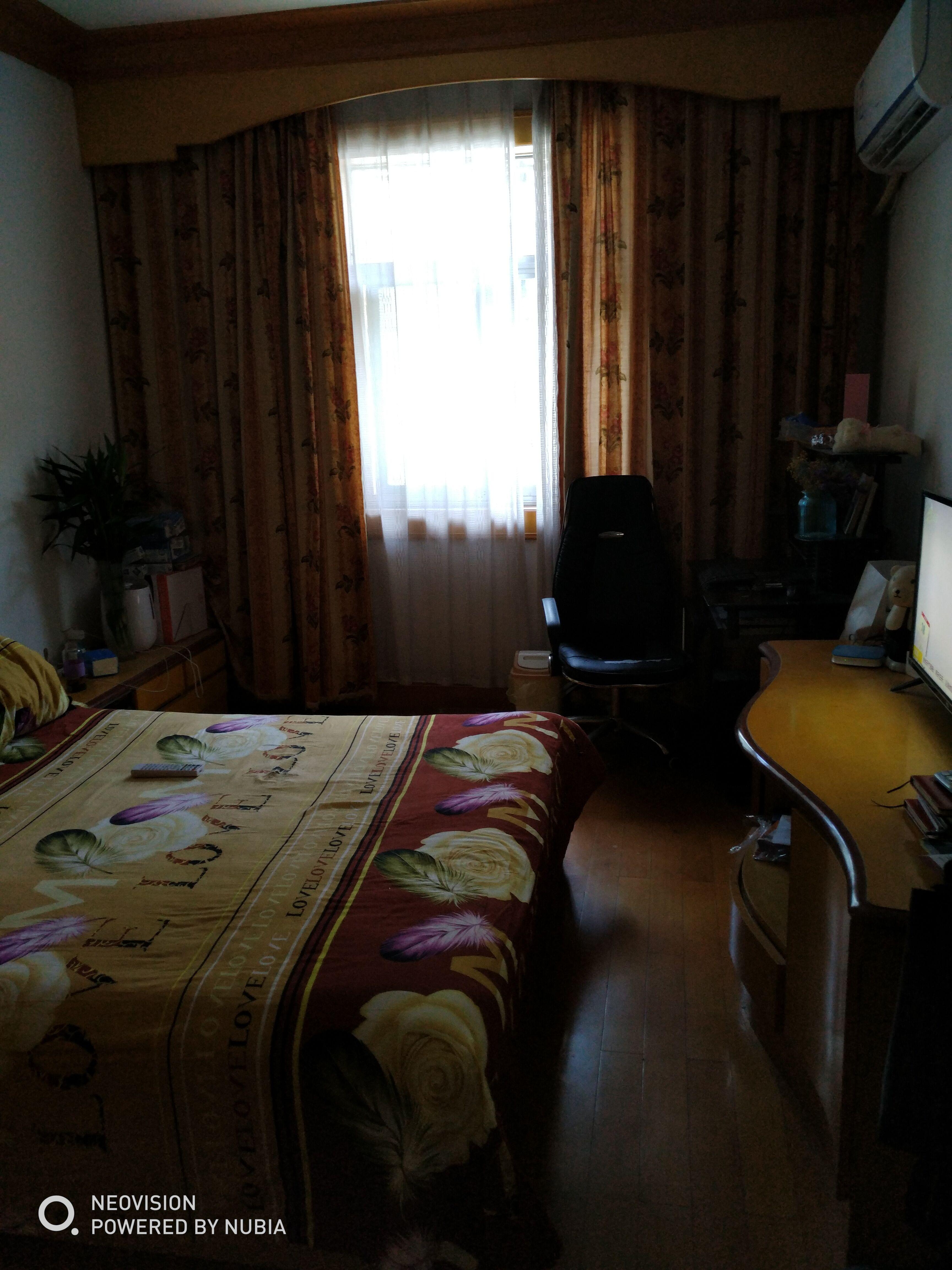 东藩小区,j精装3楼出售,无增值税,送自行车库,送家电、家具
