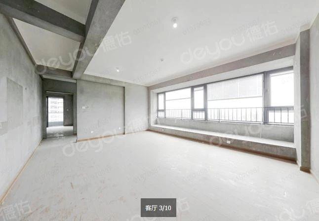 刚交付不久的新房,南北向户型,采光好,视野开阔,双厅大相区隔。