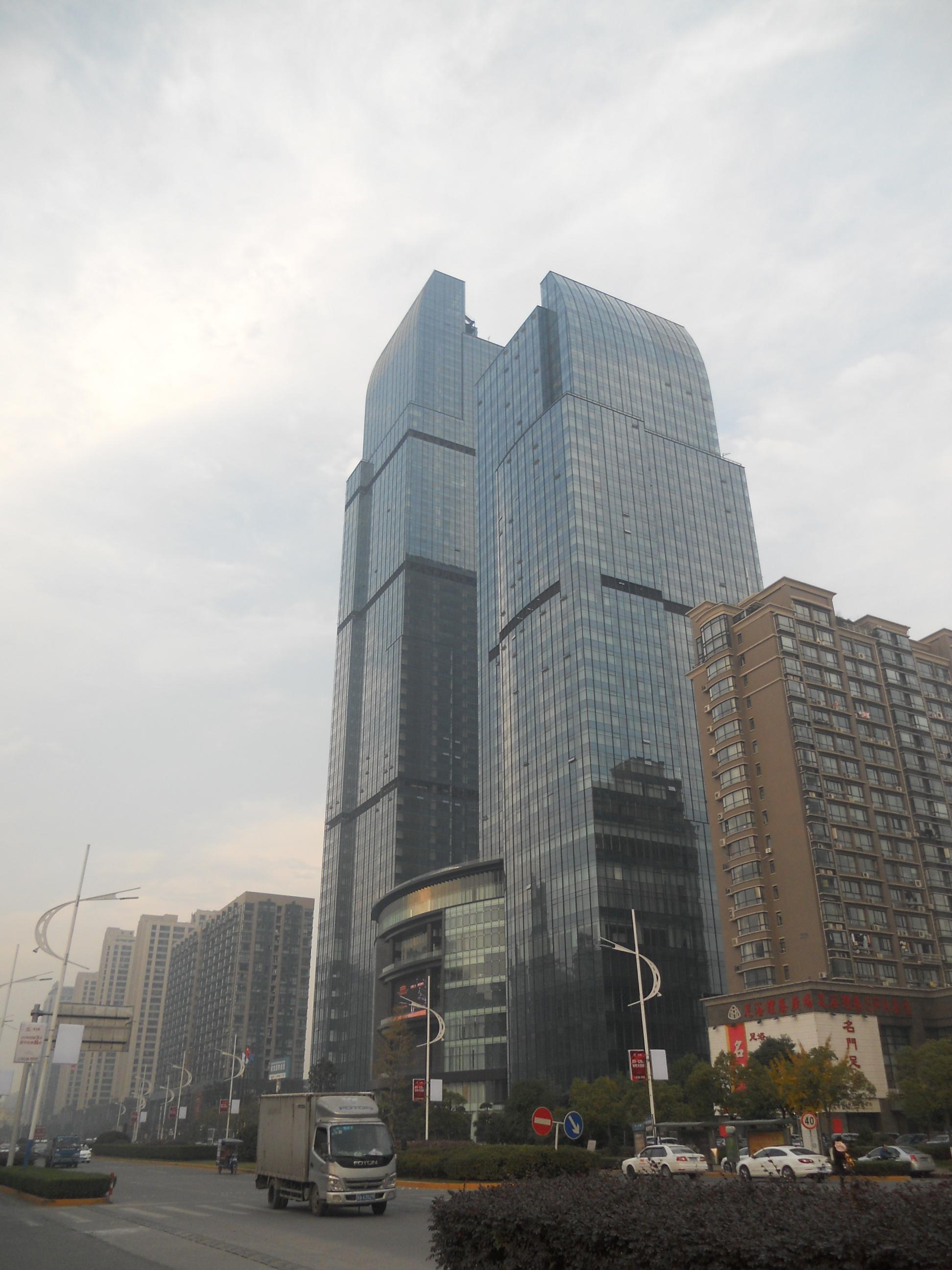 雷迪森财富中心180方精装修350万看房有钥匙