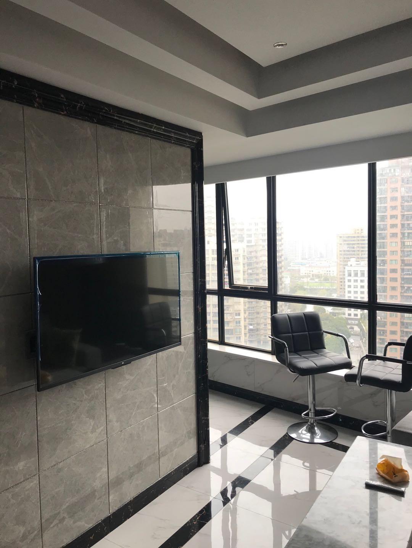 加洲阳光地铁口精装公寓,东边套52方一室一厅一厨一卫有钥匙
