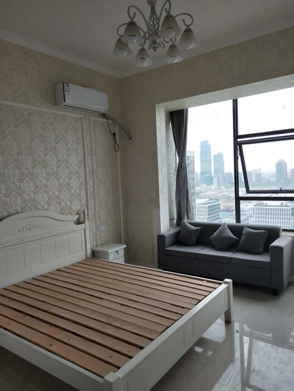 宝龙城市广场 单身公寓 出售  增送7平方