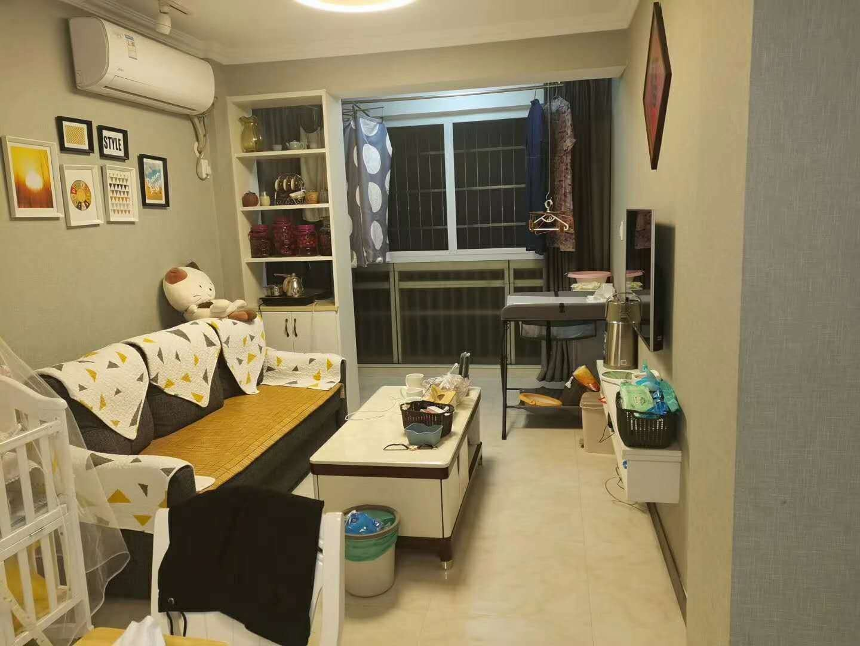 出售广宁小区车库上一楼,56方精装修房子