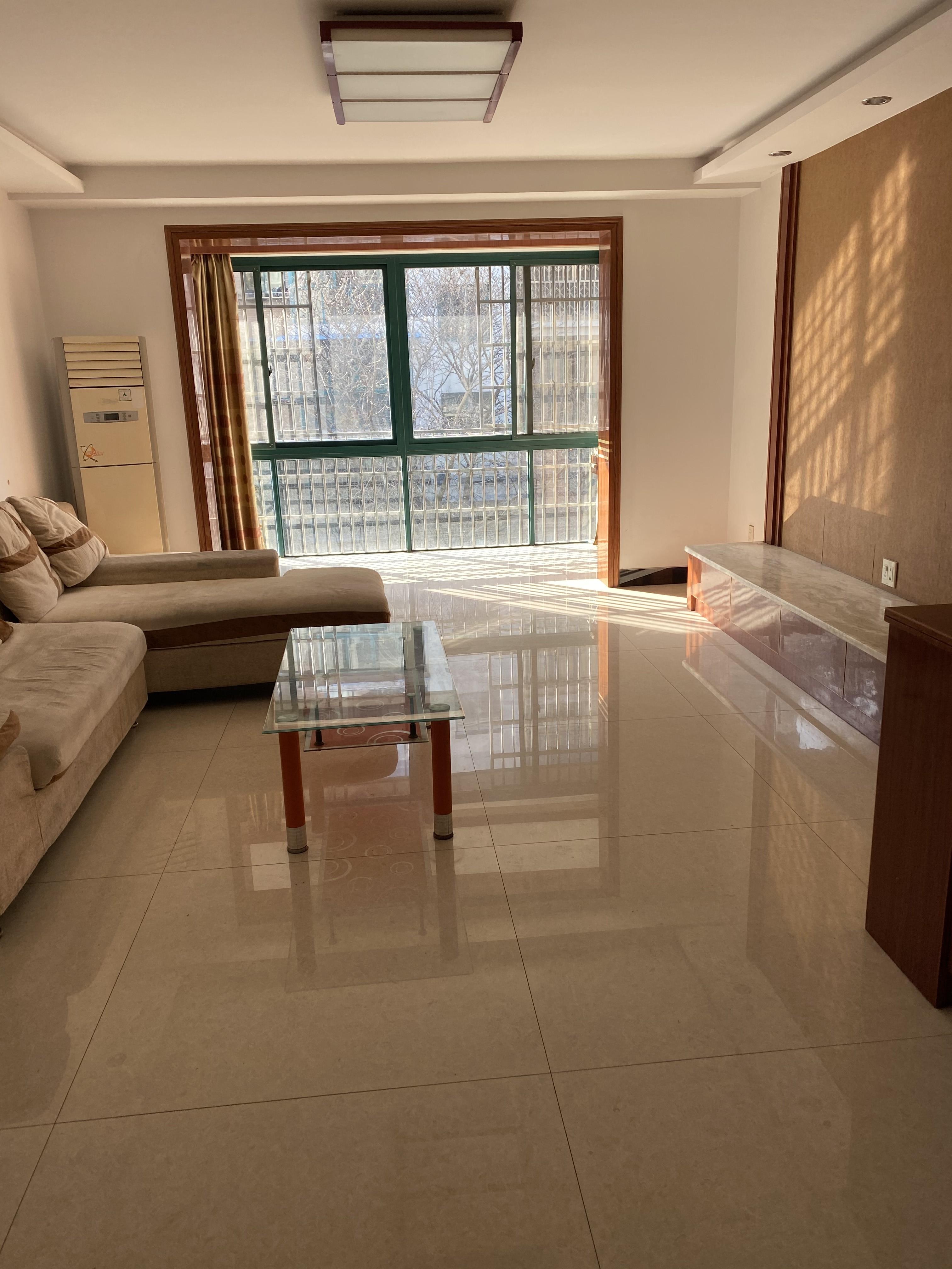 临浦江景园,135方精装修3房2厅2卫出租3000一月