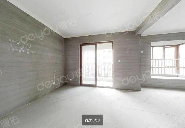 此房戶型通透,小洋房,帶電梯的,樓層適中,采光充足!