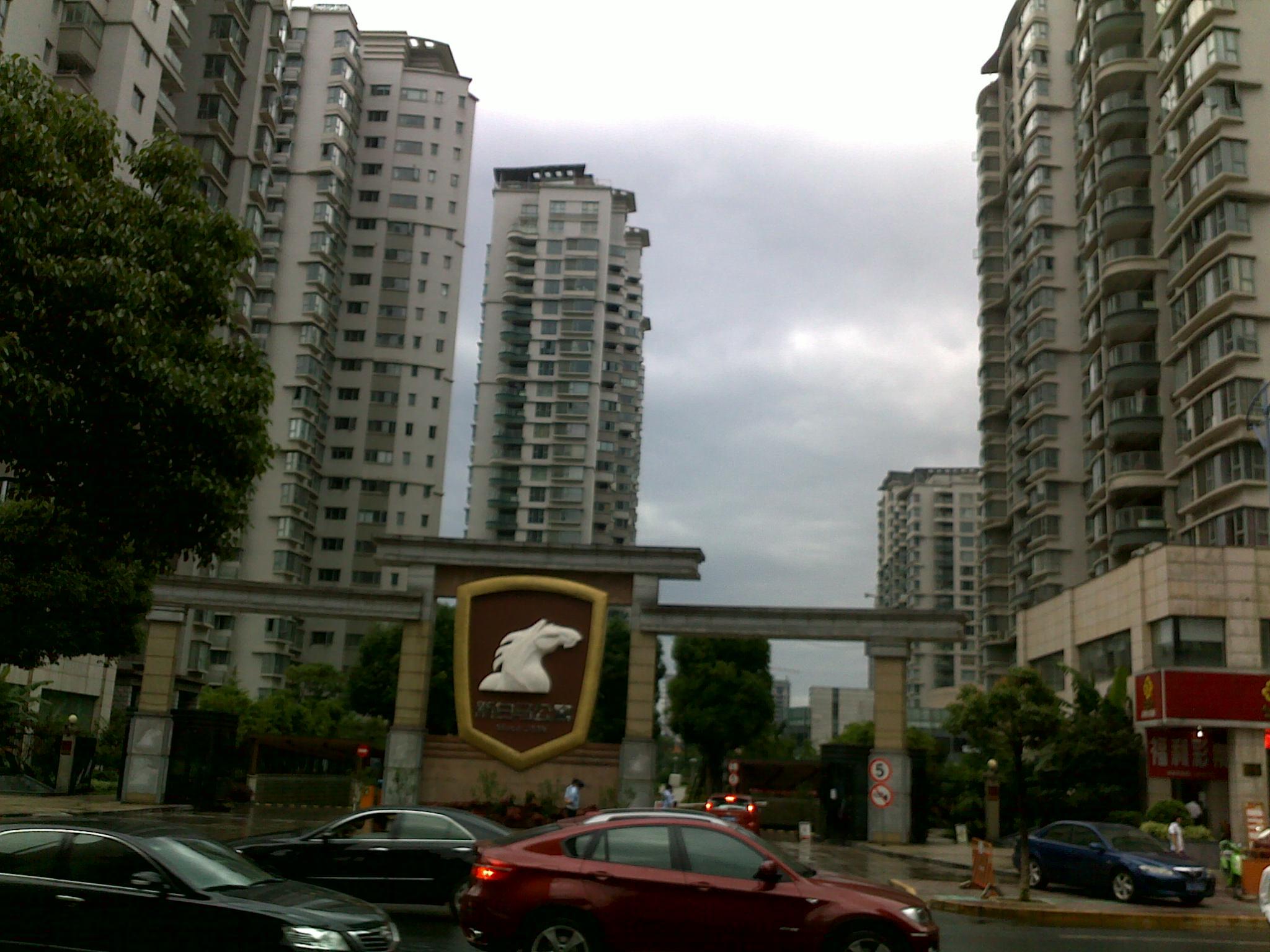 出售:新白马公寓164方总价只卖500万看房方便。双金山学区可用