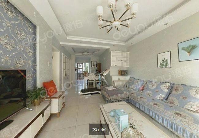 房子精心装修,家具高档实用,楼层好,小区绿化率高。