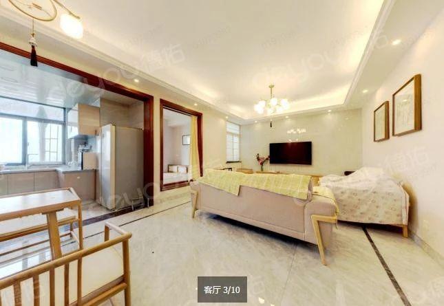 此房是两梯三户的,精装户型好,楼层和采光也很好,二号线沿线