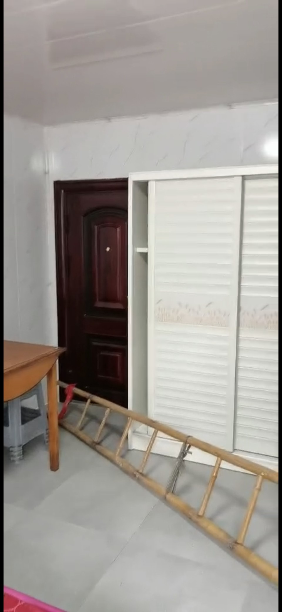 百尺娄一楼独门独户,内有卫生间,只1300一个月