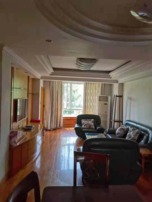 泰和花园105平方3房2厅1卫3800一月